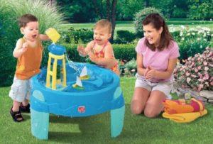 Взрослые и дети в игре
